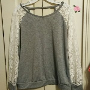Long-sleeve grey t-shirt with lace sleeves